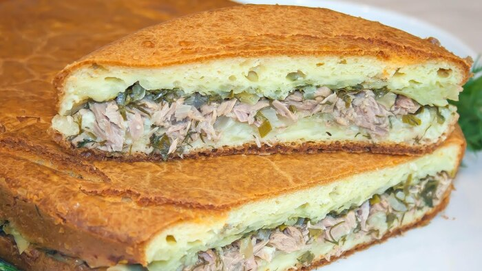 Заливной пирог с рыбой и картофелем.  Фото: youtube.com.