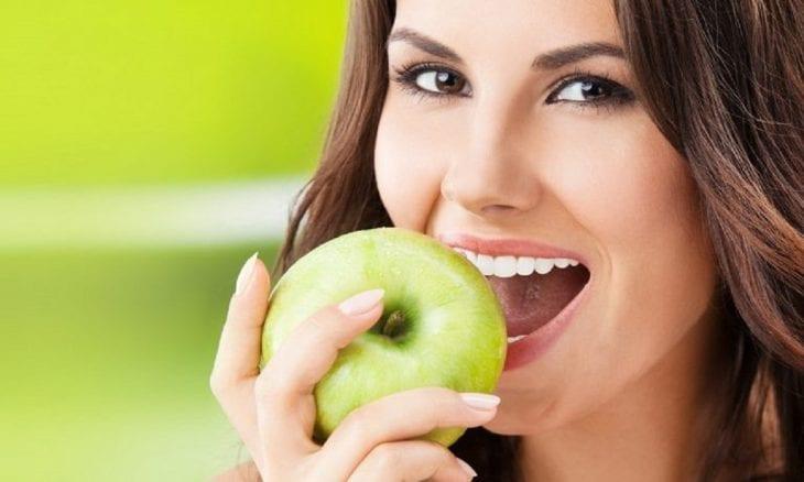 Медики шокировали: кому вообще нельзя есть яблоки