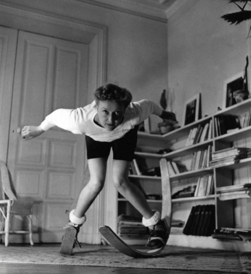 18. Подготовка к катанию на лыжах женщины из прошлого, история, фото