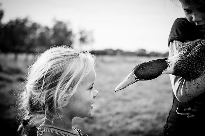 Мама-фотограф снимает жизнь своих детей без электронных устройств