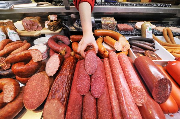 Колбаса из настоящего мяса станет еще недоступнее