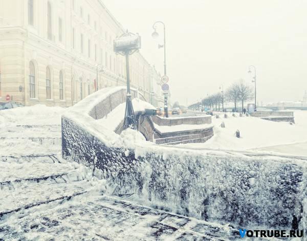 Тихо падают снежинки