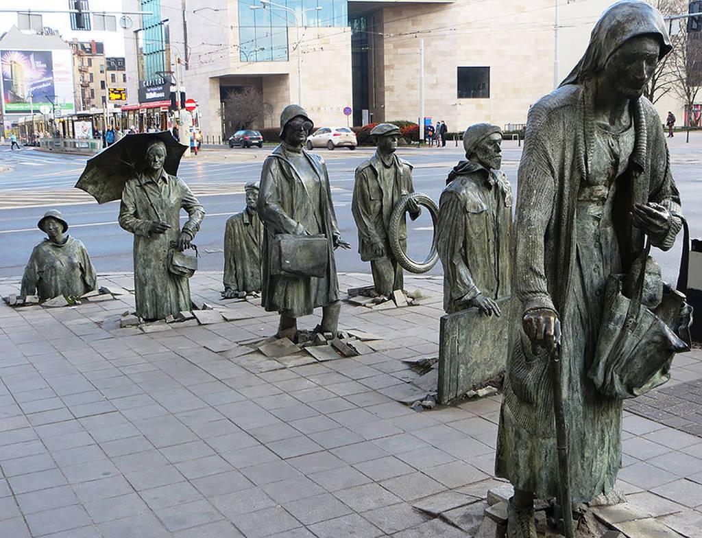 Интересные скульптуры в бронзе