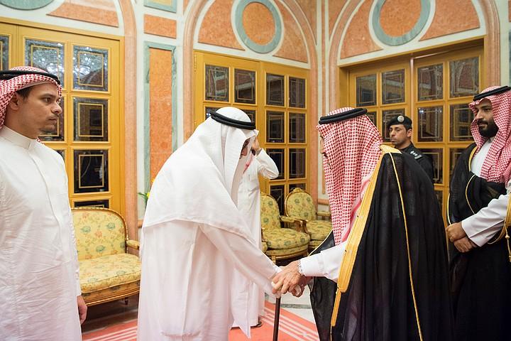 Король Саудовской Аравии встретился с родными убитого в Стамбуле журналиста