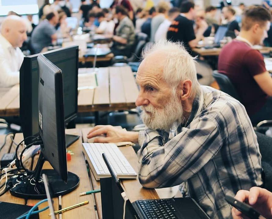 Евгений Полищук. СПБ.  Возраст - 76 !   Финалист конкурса в области IT-технологий «Цифровой прорыв»