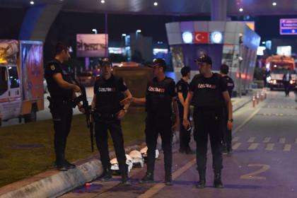 Взрывы в Стамбуле: 50 погибш…