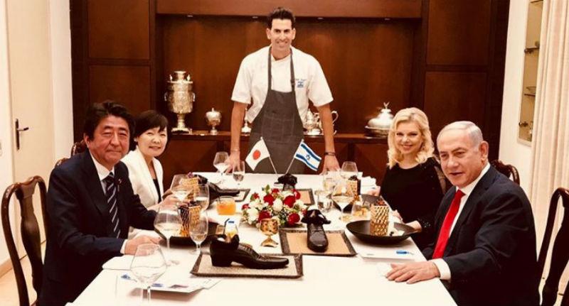 Скандал в Иерусалиме: израильский повар оскорбил японского премьер-министра, подав десерт в ботинке