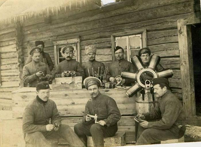 Бригада механиков 1-го корпуса авиационного отряда. Январь 1915 год.