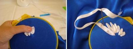 Теперь аккуратно прокалывайте ткань и протягивайте ленту так, чтобы получились лепестки. Не затягивайте сильно, чтобы ткань не морщилась.