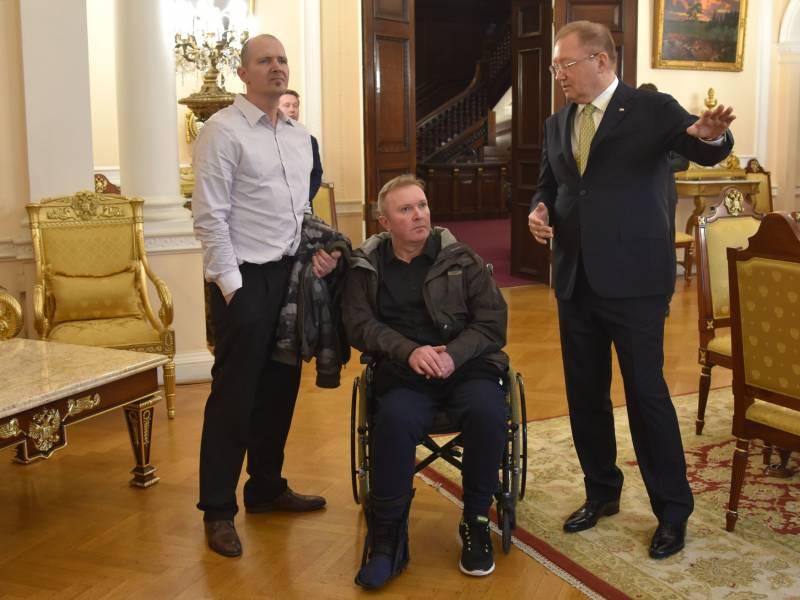 Отравленный химоружием британец встретился с российским послом