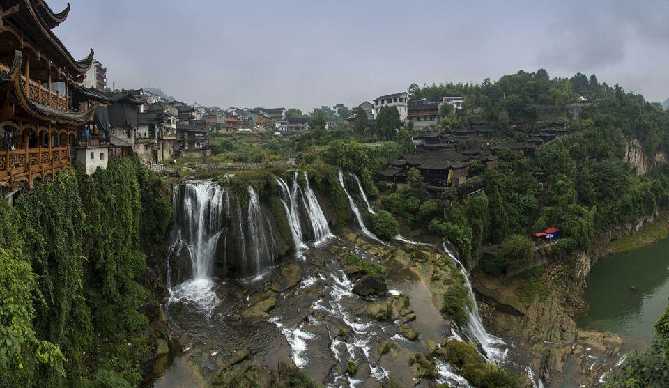 Фуронг – китайский город на водопаде