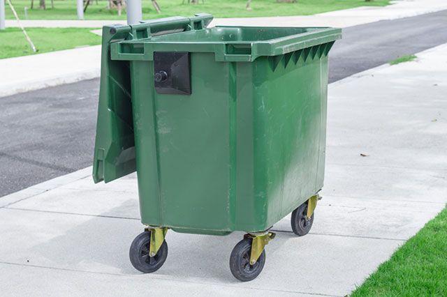 Где по нормам должны располагаться общие мусорки в СНТ?