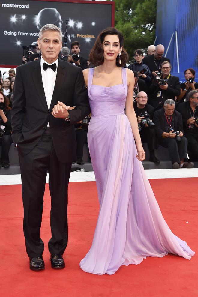 Джордж Клуни и Амаль Клуни в Atelier Versace