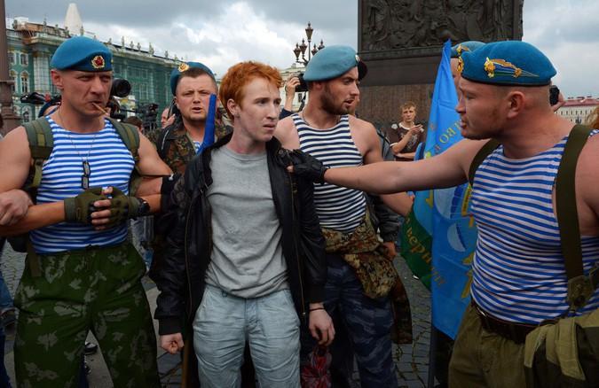 Шок для немцев. В России не любят «гомосексуальных обезьян»