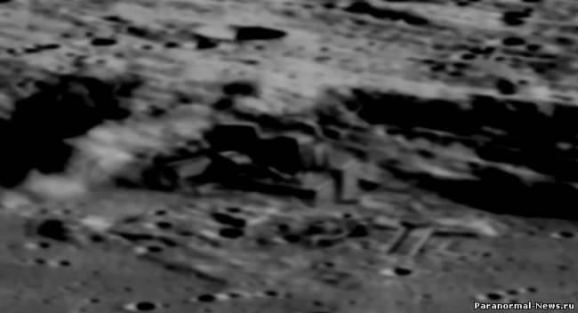 Китайский спутник нашел строения на Луне