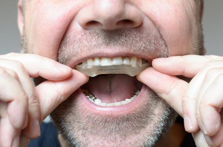 Почему человек скрипит зубами?