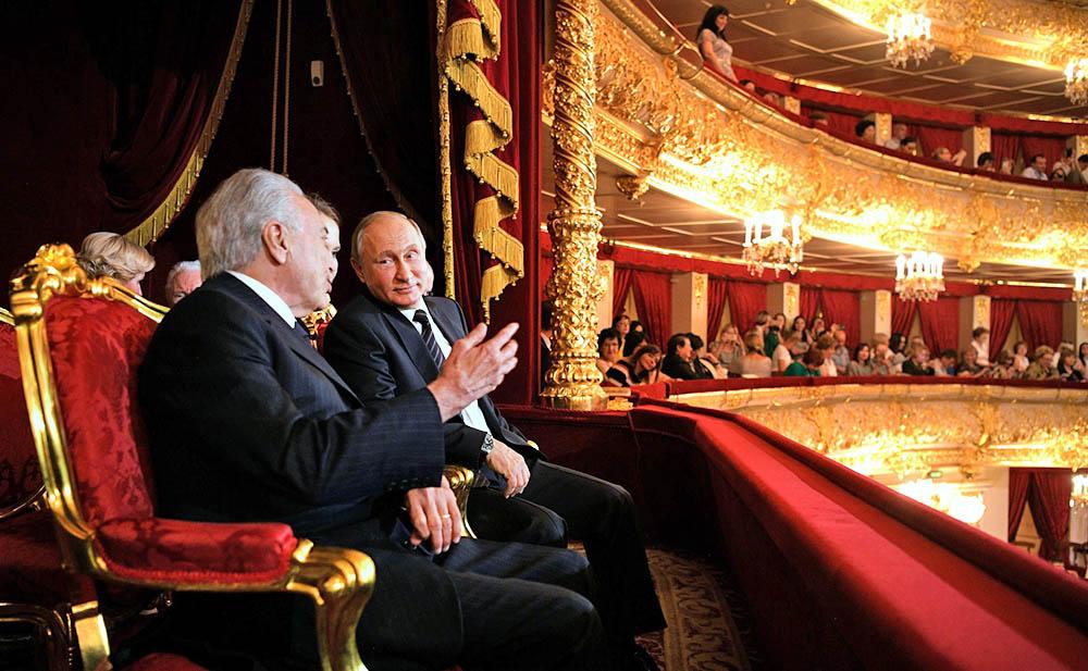 """Путин закроет все убыточные театры и """"перестанет плодить нищету"""""""