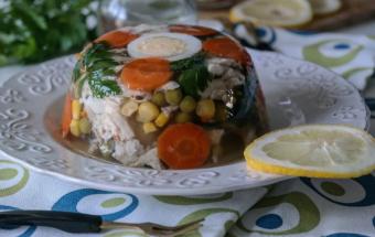 Куриное желе с овощами