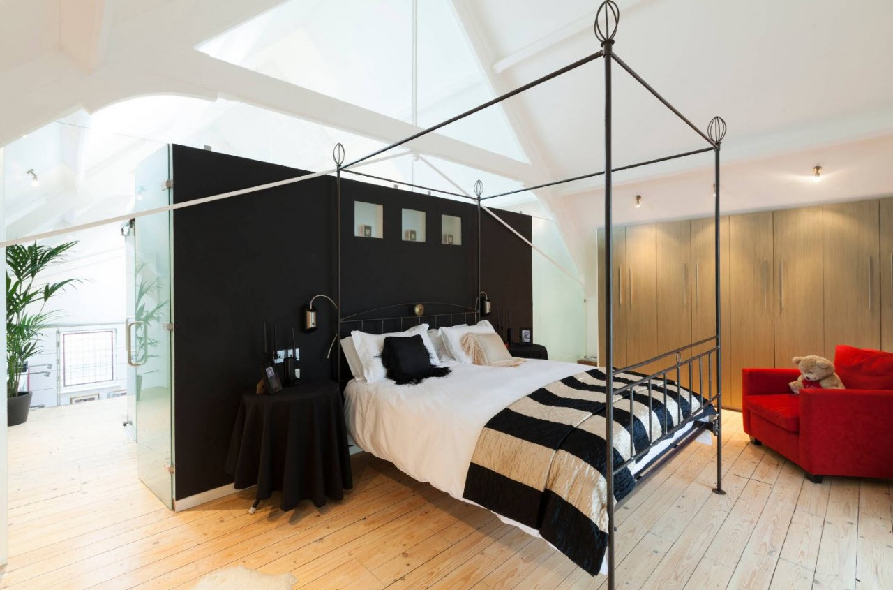 Красно-бело-черный интерьер — дизайн комнаты для неординарных личностей