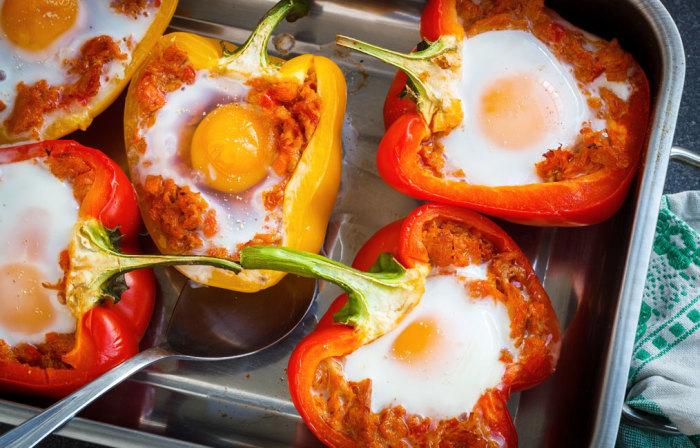 Перец, фаршированный яйцами и грибами.  Фото: google.com.ua.