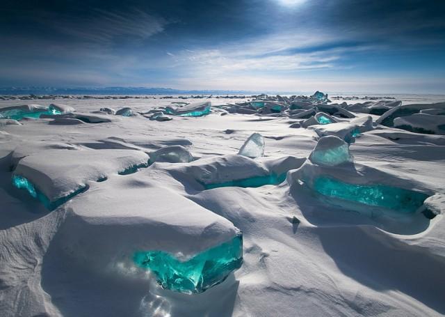 Невероятный бирюзовый лёд озера Байкал в пейзажных фотографиях Алексея Трофимова