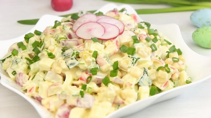 Весенний крабовый салат