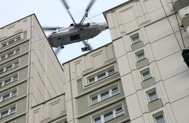 Успели отбежать. Вертолет приземлился в жилом квартале под Петербургом ВИДЕО