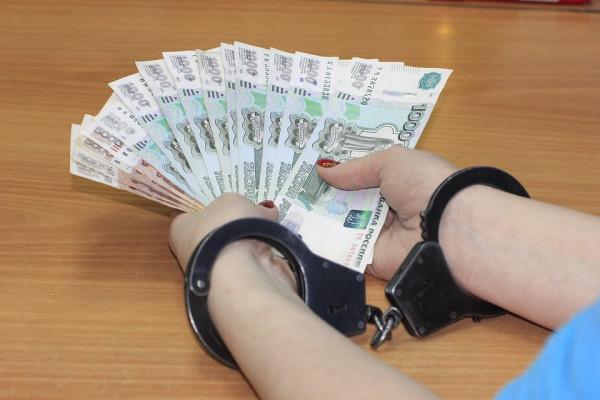 Крымчане пытались дать взятк…