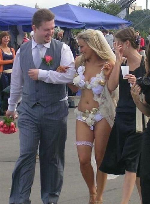 15 платьев, которые ты точно никогда бы не надела на собственную свадьбу!