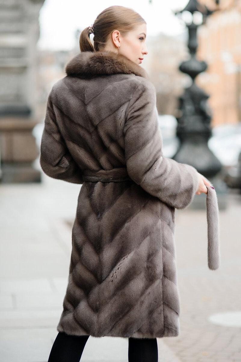 Шуба с английским воротником. /Фото: spbmeh.ru