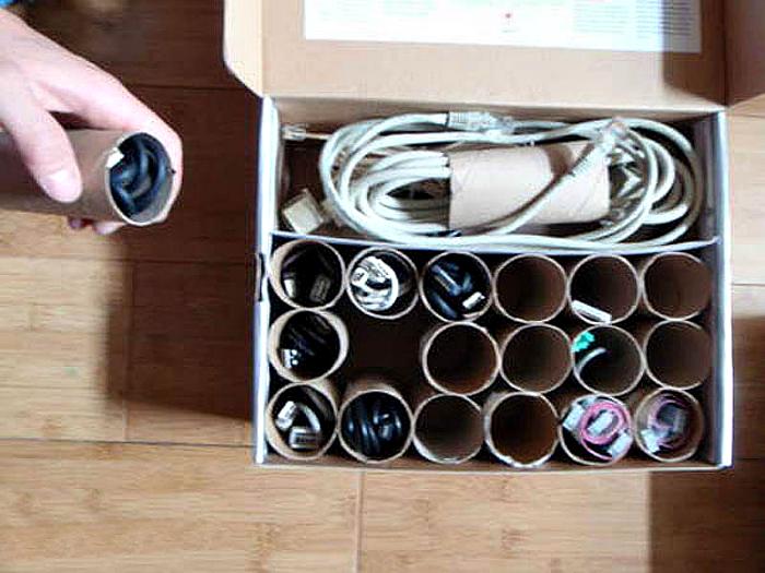 Органайзер для хранения кабелей и проводов.