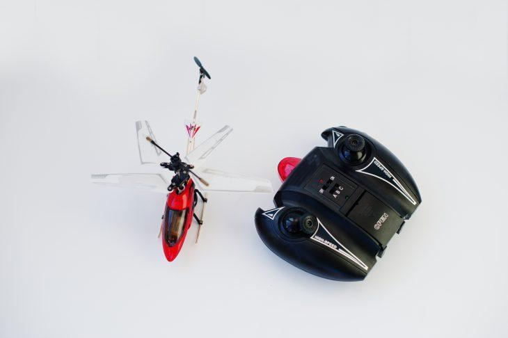 Над соседским домом потерпел крушение вертолёт… игрушечный