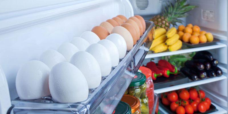 Почему нельзя хранить яйца на дверце холодильника, и как это делать правильно