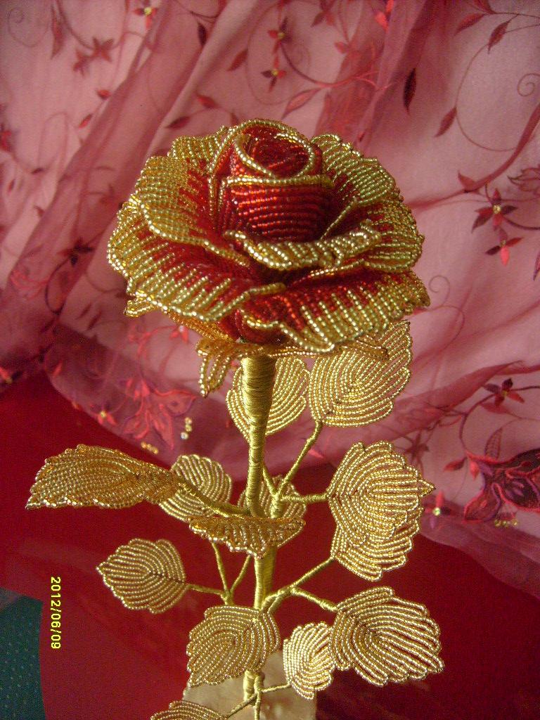 Розы: схема из бисера. Плетение роз из бисера