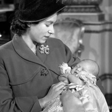 90 лет жизни королевы Елизаветы II в фотографиях