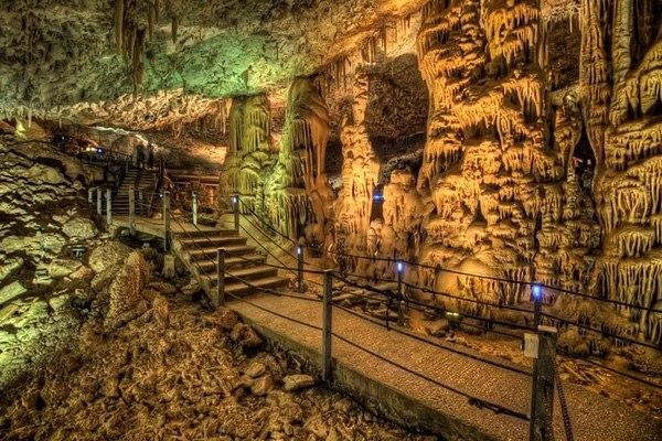 Сказочная пещера Авшалом