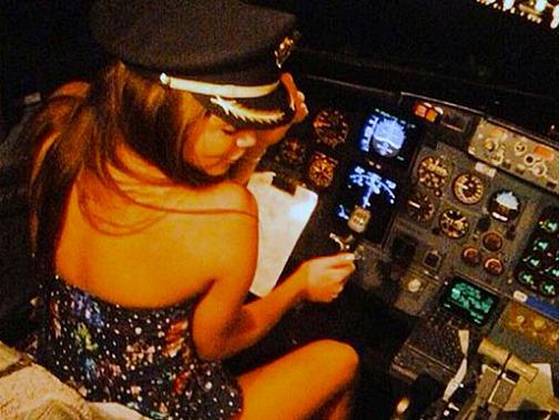 Пилот из Мексики допустил к штурвалу самолета сериальную актрису!