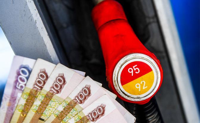 Как правительство своими реформами взвинчивает цены на бензин