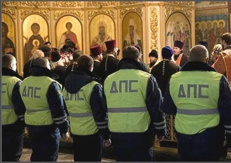 Полицейских обязали с семьями ходить к священникам. Видеоотчет о встрече нужно сдавать начальству.