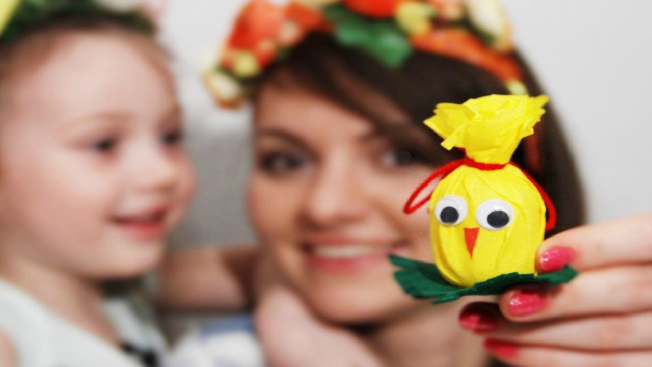 Детские поделки своими руками. Делаем цыпленка из контейнера от Киндер-Сюрприза.