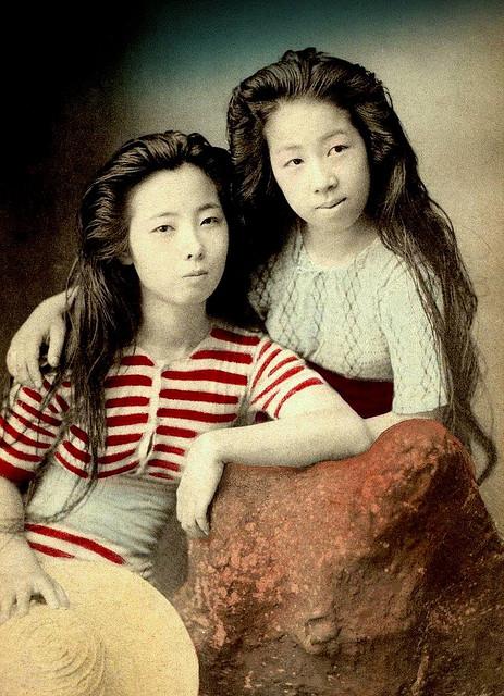 Винтажные открытки с гейшами в купальных костюмах