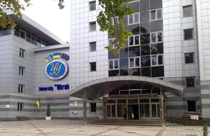 «Забежали люди в балаклавах и захватили первый  этаж». Рейдерская атака на университет в Киеве