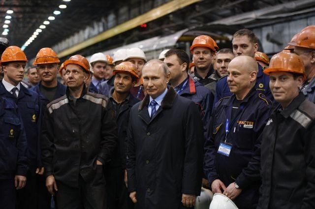 Путин посетил Тверской вагоностроительный завод и осмотрел его продукцию