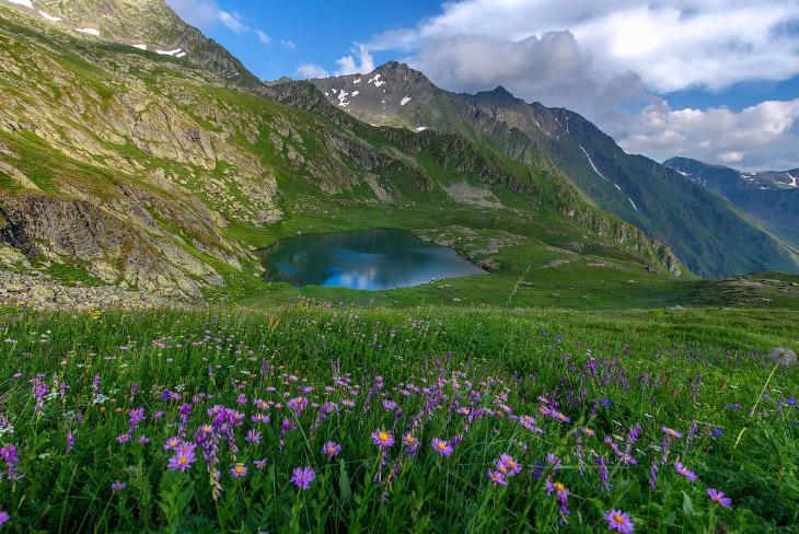 Озеро Григора на красивейшей вершине Кавказа