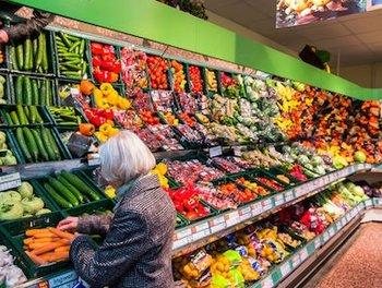 Две трети россиян считают, что продукты постоянно дорожают
