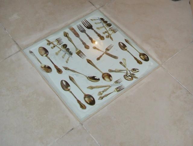 Картинки на полу под стеклом