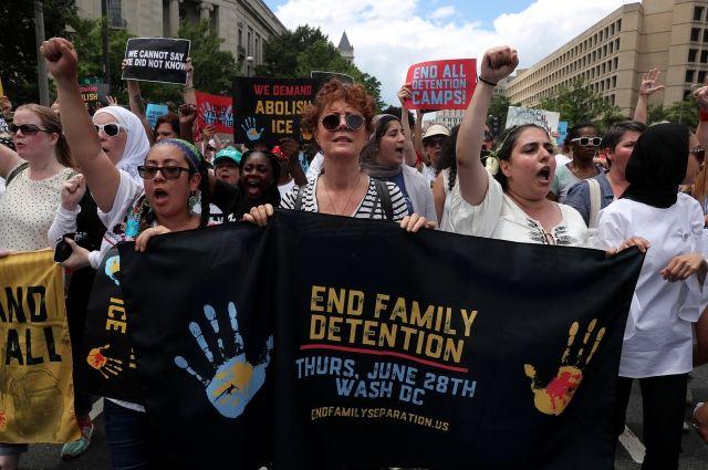 Сьюзан Сарандон задержали на митинге против разделения семей мигрантов