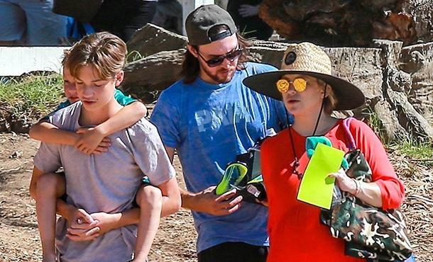 Беременная Кейт Хадсон поддержала сына на футбольном матче в Лос-Анджелесе