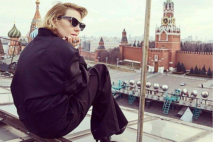 «Какое восхитительное уродство!»: Рената Литвинова удивила странным нарядом
