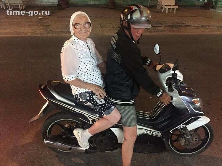 89-летняя баба Лена ездит по всему миру на свою российскую пенсию